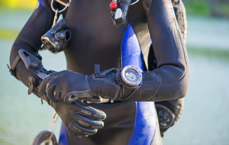 dive computer has a design similar to a regular watch